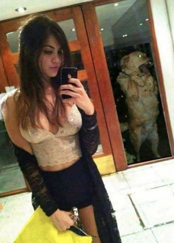 The Worst Selfie Fails By People Who Forgot To Check The Background (36 Pics)