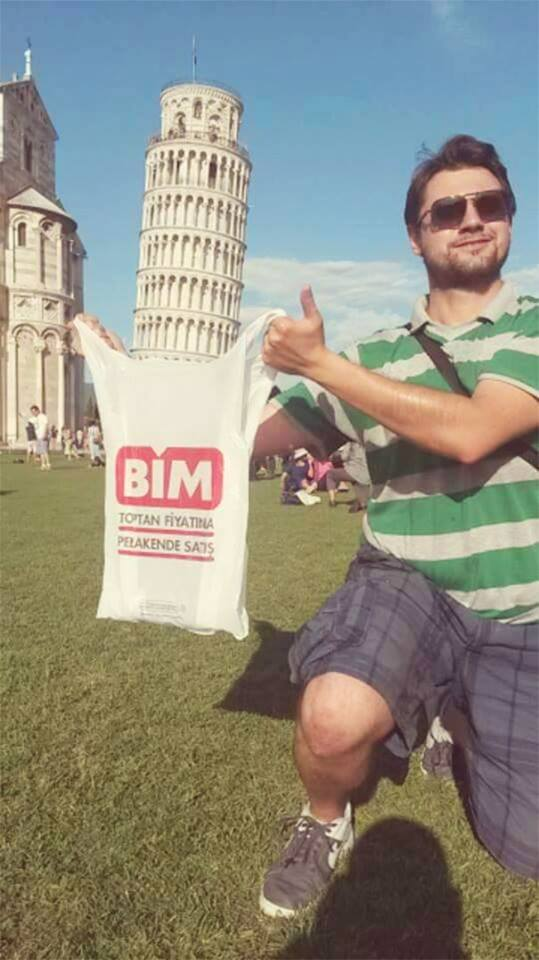 How to Pose with the Leaning Tower Of Pisa (37 Pics)