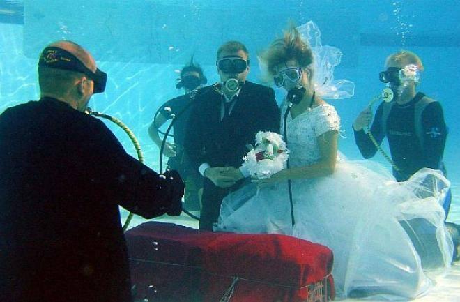 Underwater Weddings - (15 Pics)