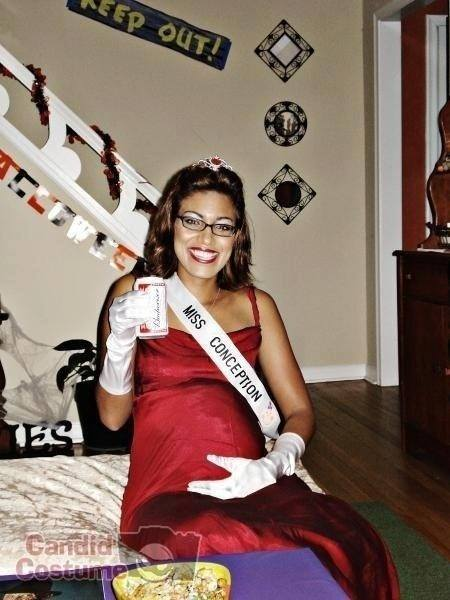 Pregnant Women Costume Ideas For Halloween! (18 Pics)