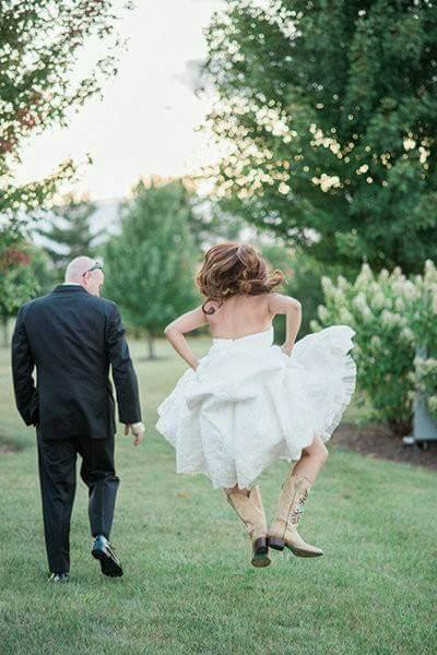 18 Most Creative And Funny Wedding Pics You Have Ever Seen