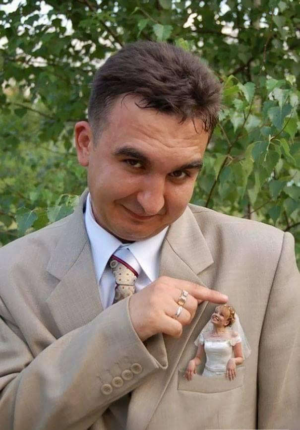 Awkward Wedding Photos (25 Pics)