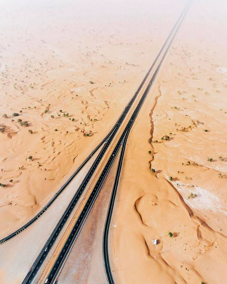 The Desert Is Taking Over Dubai And Abu Dhabi, And The Photos Are Stunning (35 Pics)