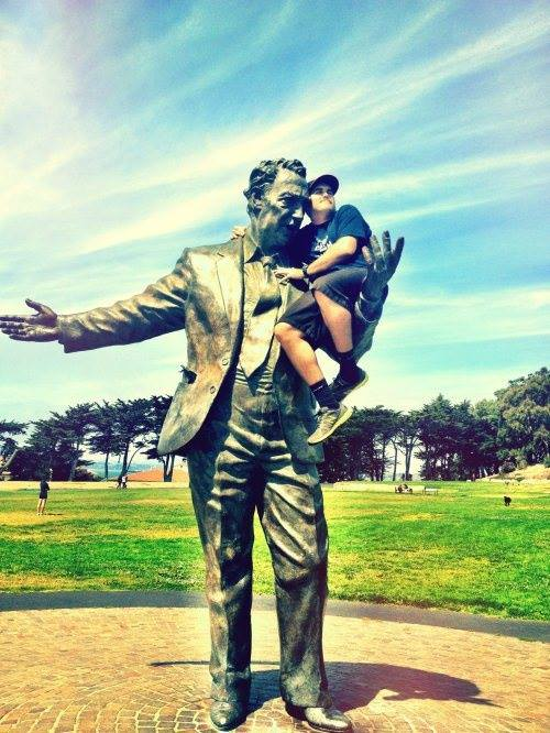 People Who Know How to Have Fun With The Statue (20 Pics)