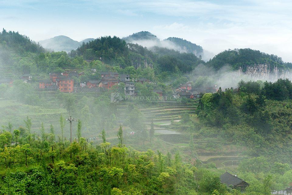 Most Beautiful Jidou Miao Village in the heart of Xiangxi'ssteep cliffs in China