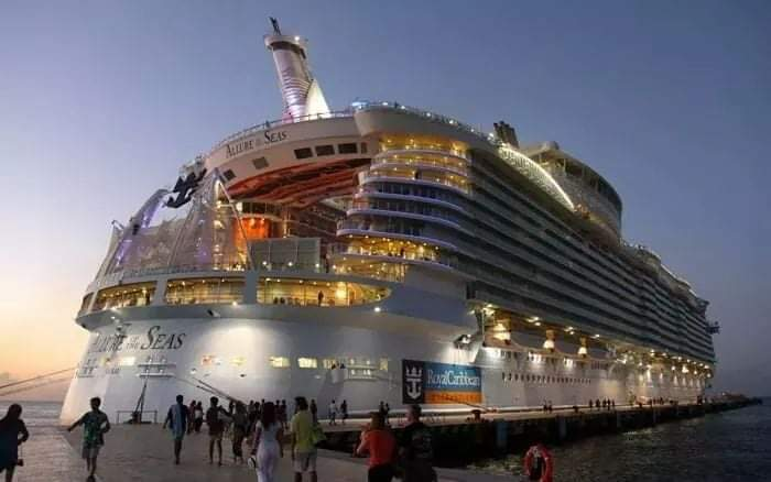 Biggest ship in the world (20 Pics)
