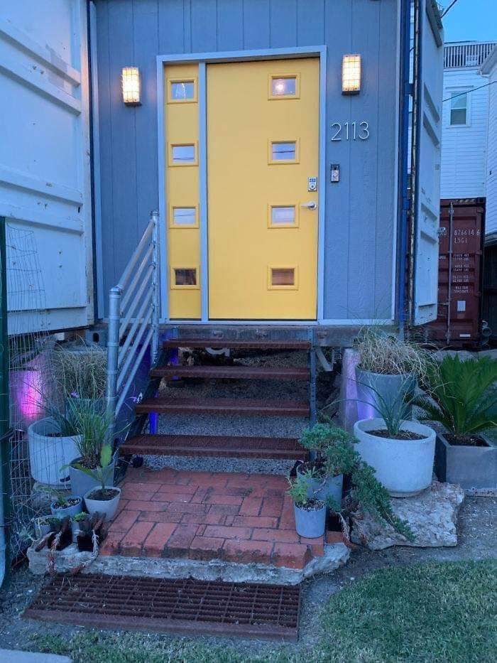 A Man Used 11 Containers To Build His House and It's Just Amazing!