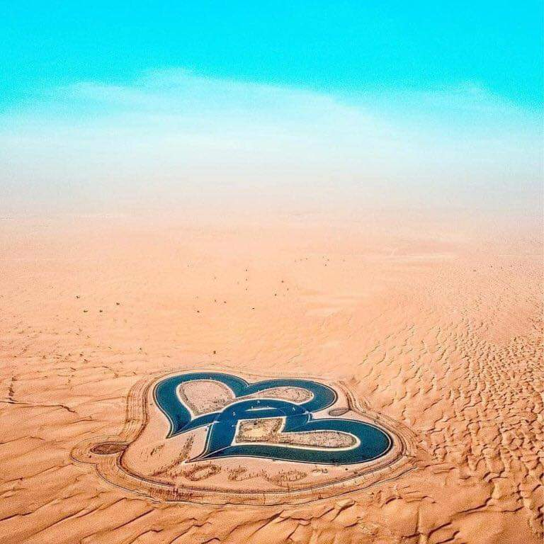 """""""Dubai's Love Lake"""" Two Hearts In The Middle Of The Desert (7 Pics)"""