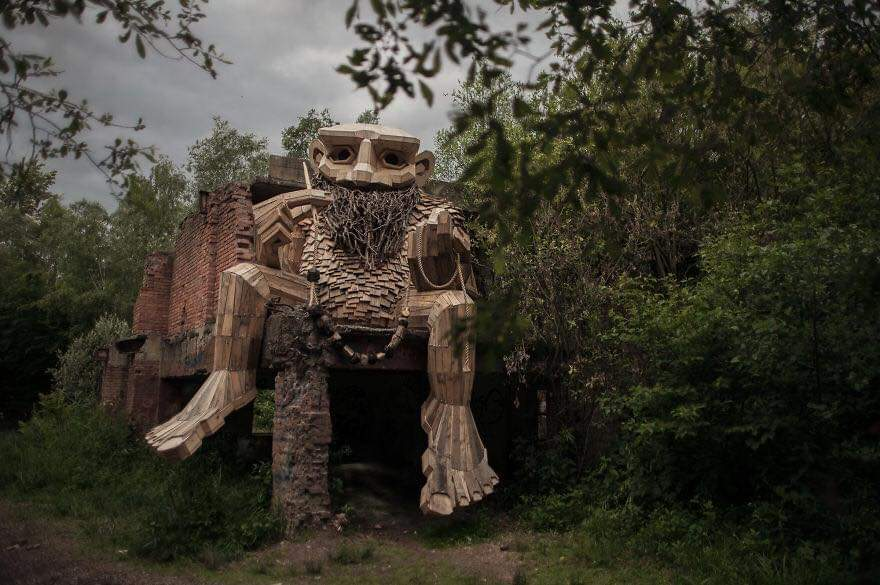 Thomas Dambo Hides Giants That He Made From Wood In The Wilderness Of The Belgian Forest (17 Pics)
