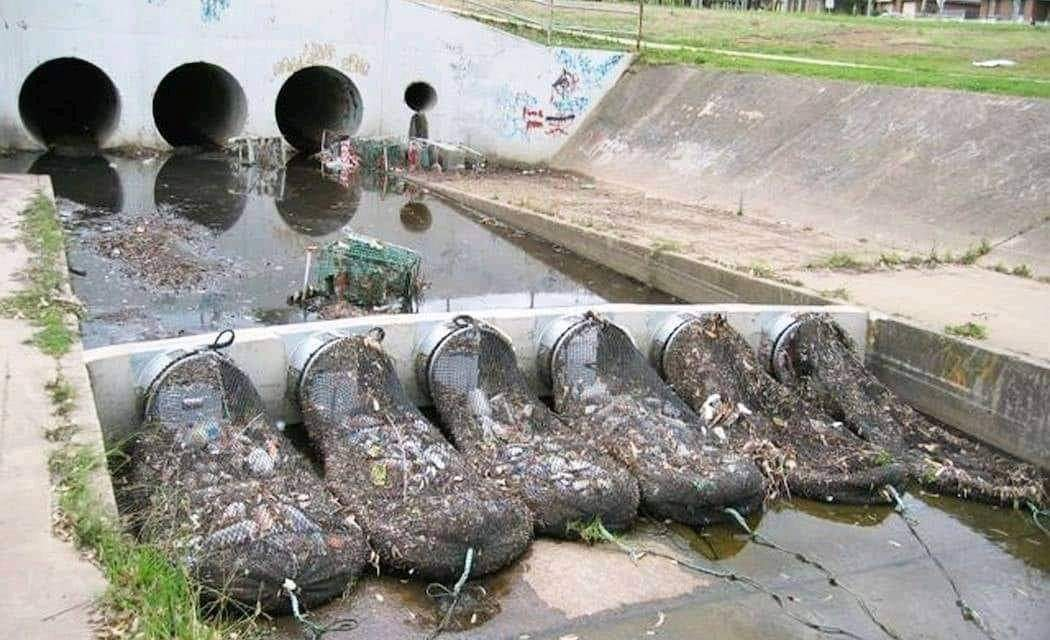 Australia uses a network of drainage with nets so that plastics and other pollutants do not reach rivers or sea