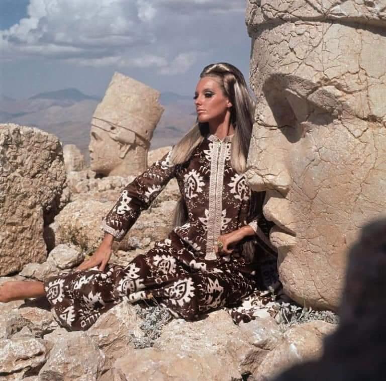 Beautiful '60s Fashion Photography By Henry Clarke (30 Pics)