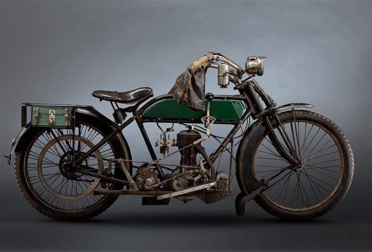 Photographer Paul Clifton Perfectly Captures A Brutal Beauty Of Classic Motorcycles (14 Pics)