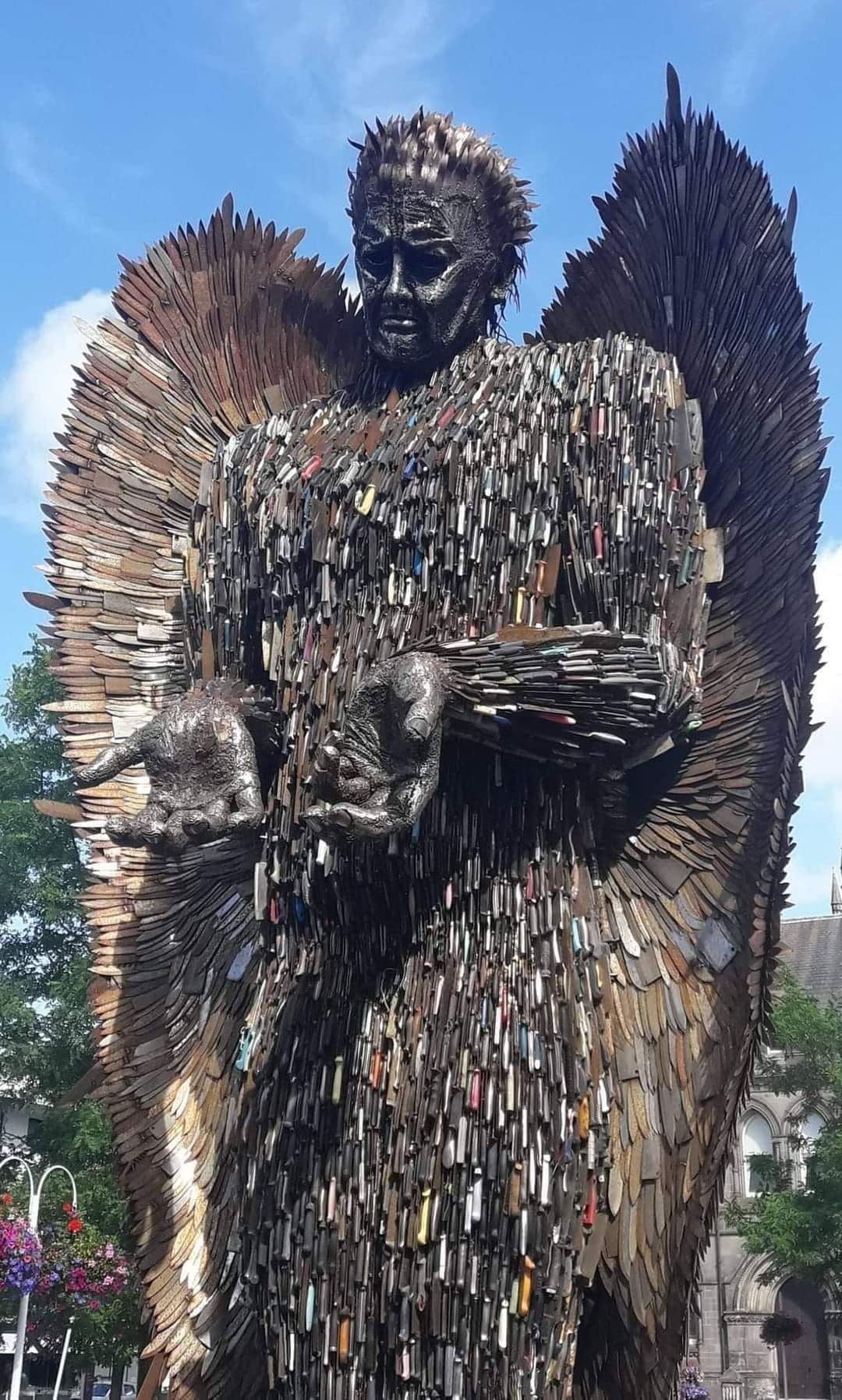 1Pic - Knife angel in the UK, Oswestry. A statue 8 meters high created from 100 000 knives by the artist Alfie Bradley