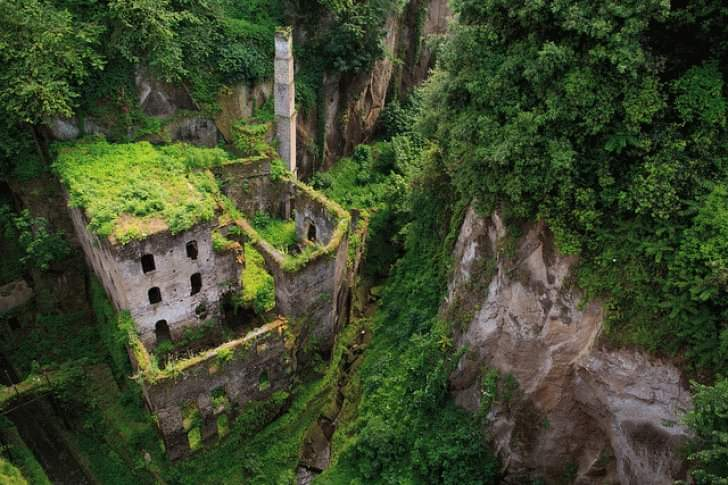 12 Abandoned Places Around The World