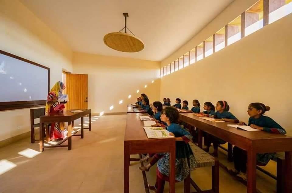 Rajkumari Ratnavati Girls School in Thar Desert, India (16 Pics)