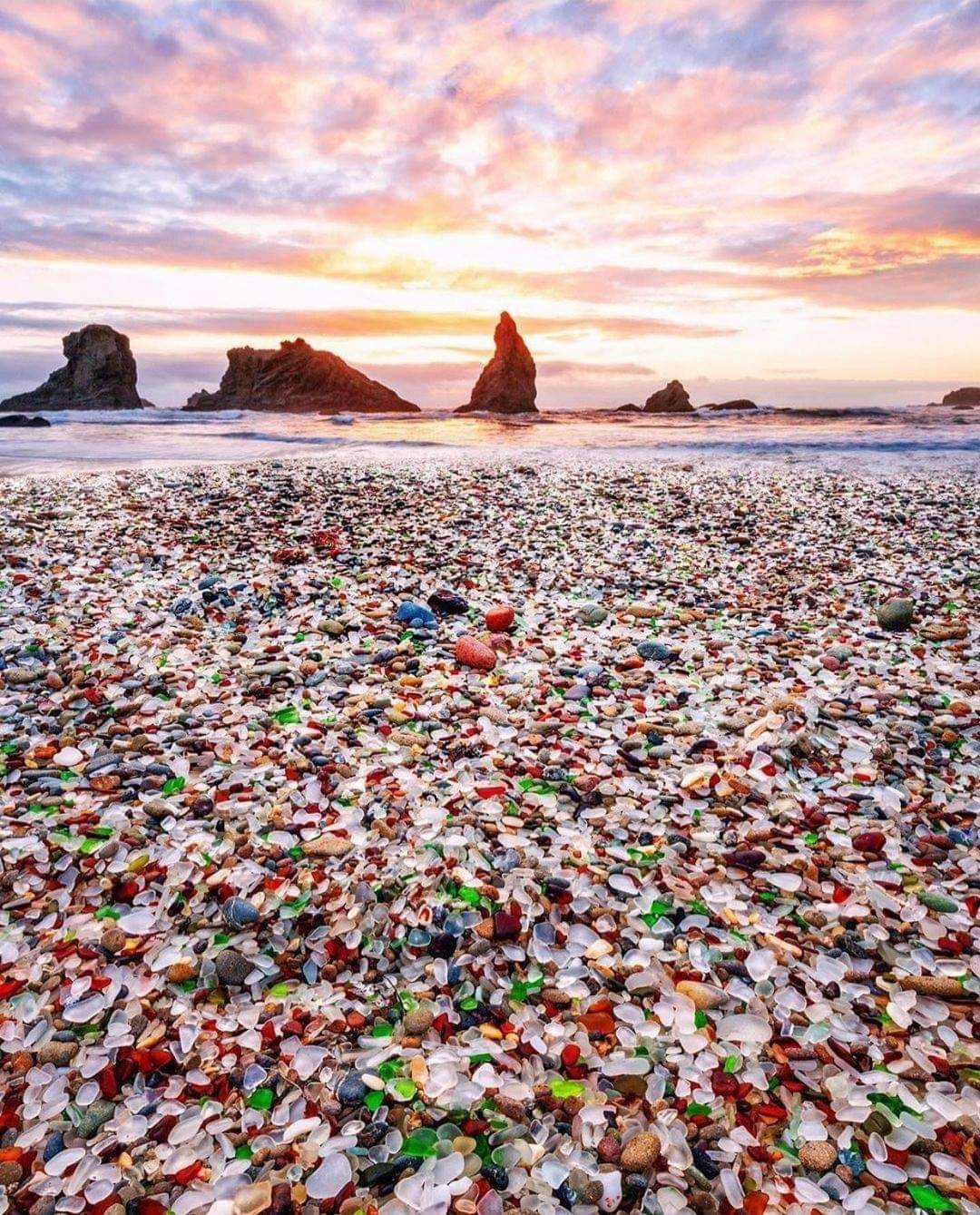 1Pic - Glass Beach is one of California's most unusual and colorful attractions