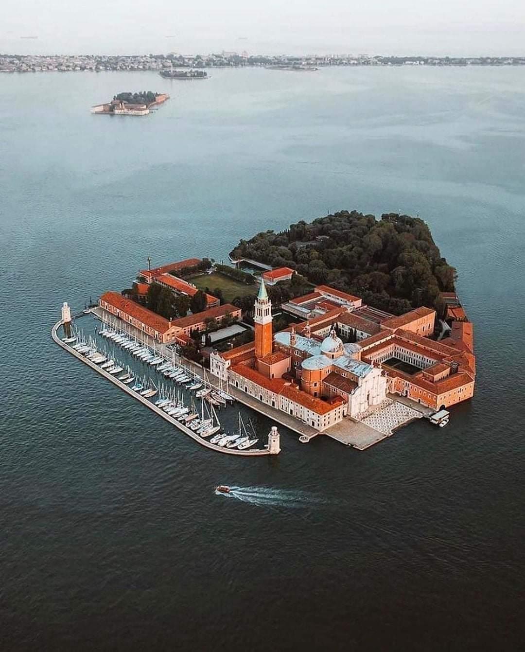 1Pic - Beautiful View Of Isola Di San Giorgio, Venezia, Italy