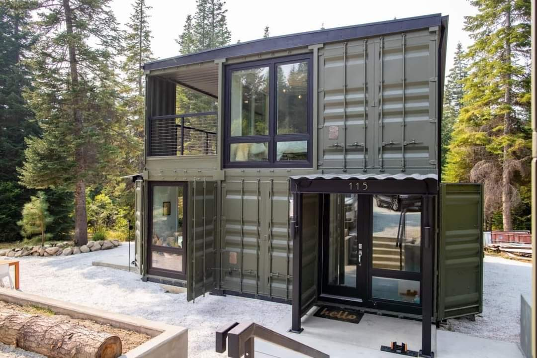 Check Out This Beautiful Container Home (13 Pics)