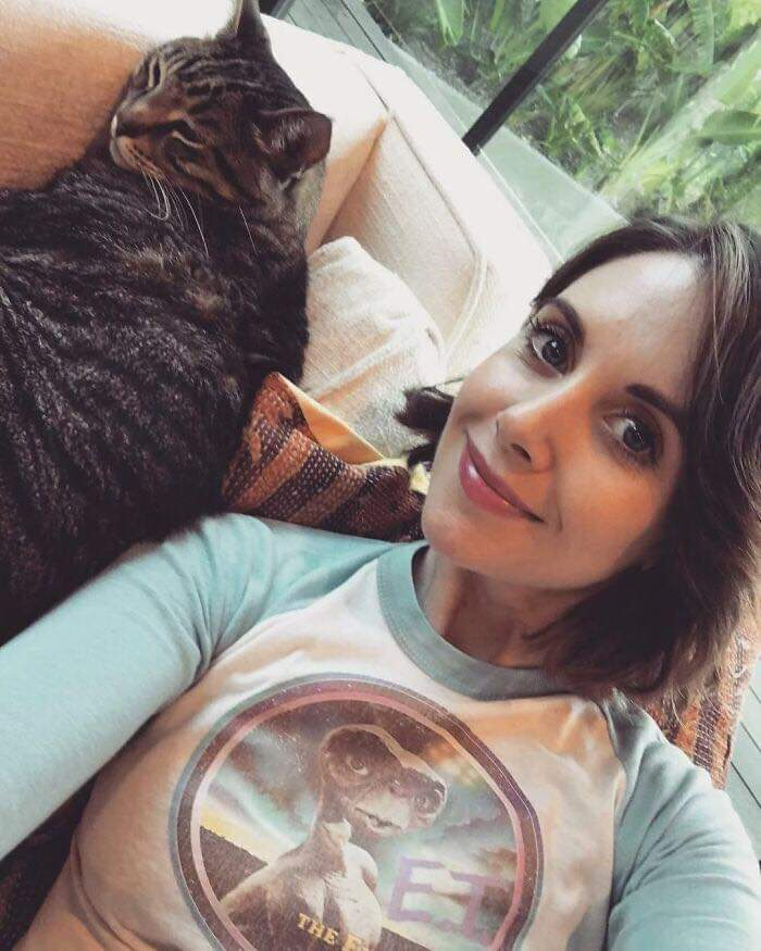 Celebs Who Are Well-Known Cat People (29 Pics)