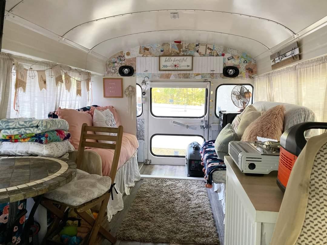 Tiny Bus transformed into tiny home (10 Pics)