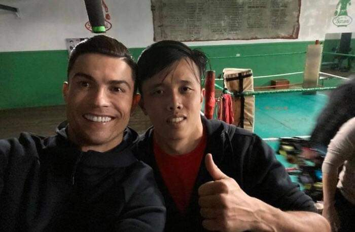 Vietnamese Artist Huy Xuân Mai (Huy Quần Hoa) Creates Funny And Silly Edits Of Him Hanging Out With Celebrities (33 Pics)