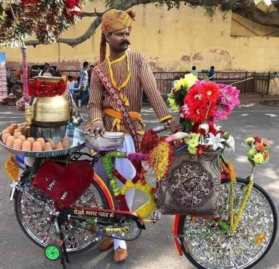 1Pic - A tea seller in a street of Rajasthan India
