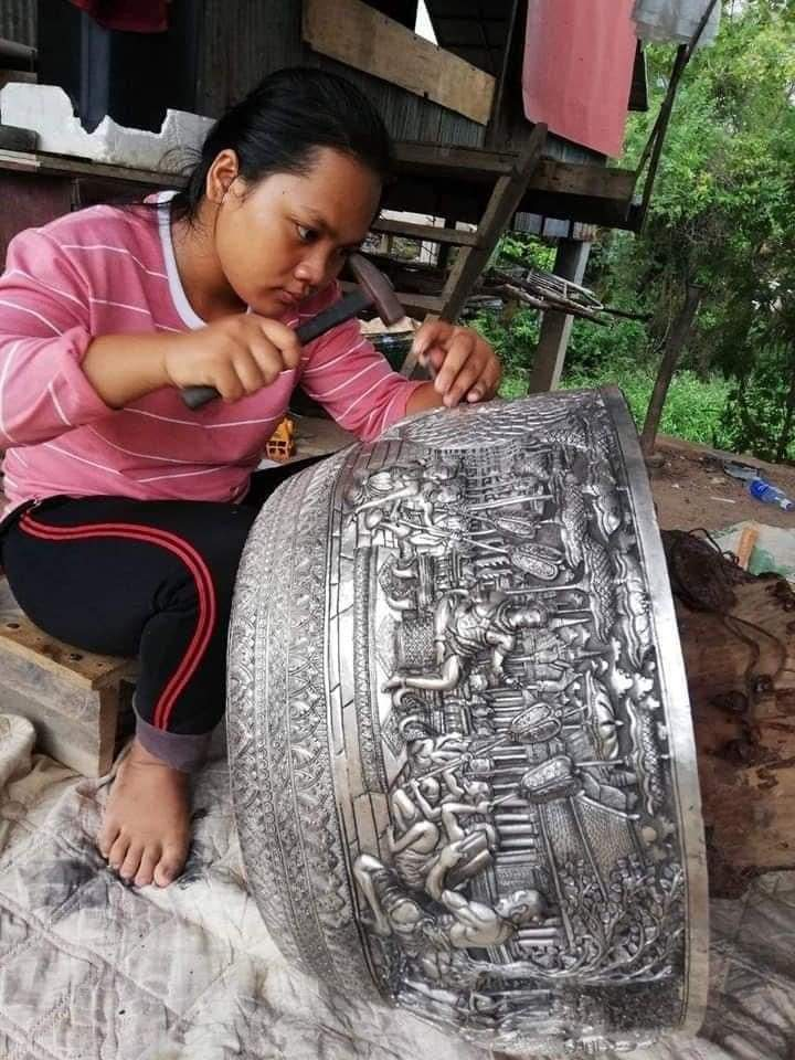 1Pic - Khmer art by Khmer girl, make copper sculpture by her hand.Cambodia