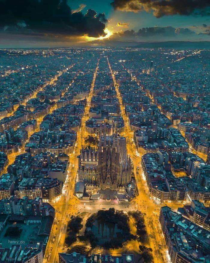 ONE Pic - An incredible evening view of Barcelona