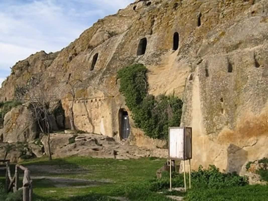 Gurfa Caves (aka the Tomb of King Minos), Sicily, Italy (18 Pics)