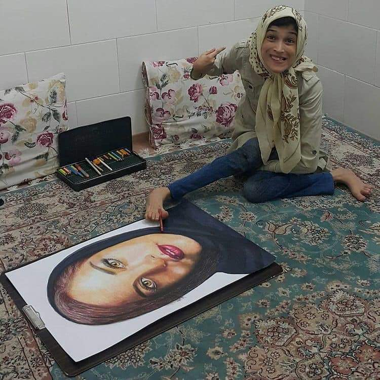 Artist Fatemeh Hamami is an Iranian painter who draws admirable paintings with her feet!