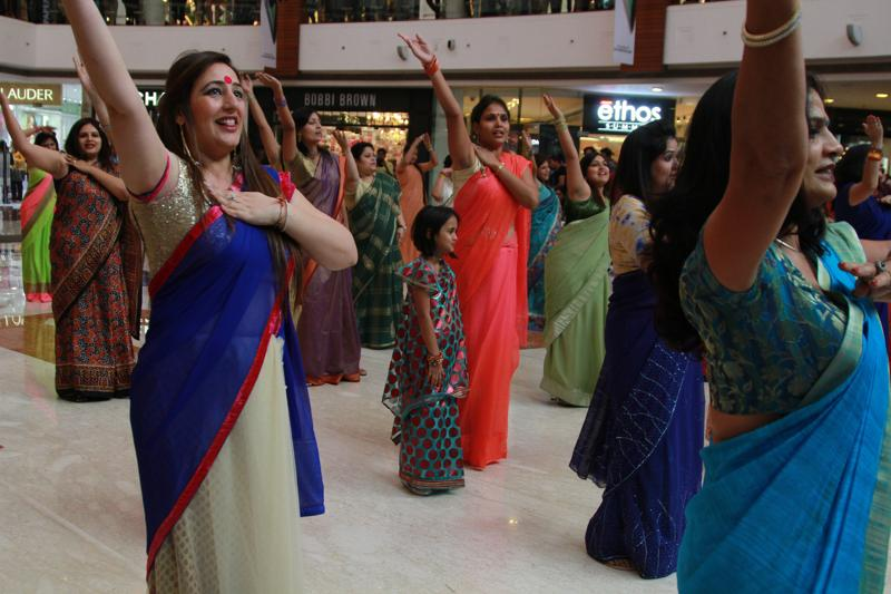 India's first saree flash mob: Women in Delhi Pulled off a Flash Mob in Sarees
