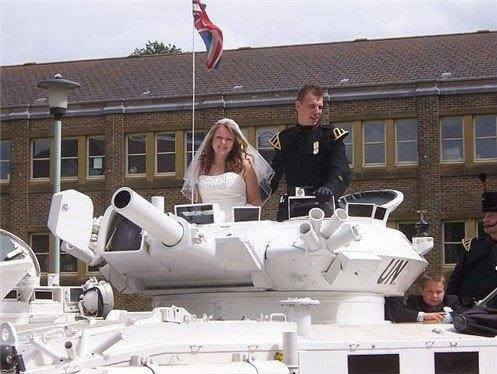 30+ Bizarre and Hilarious Wedding Pictures Of All Time