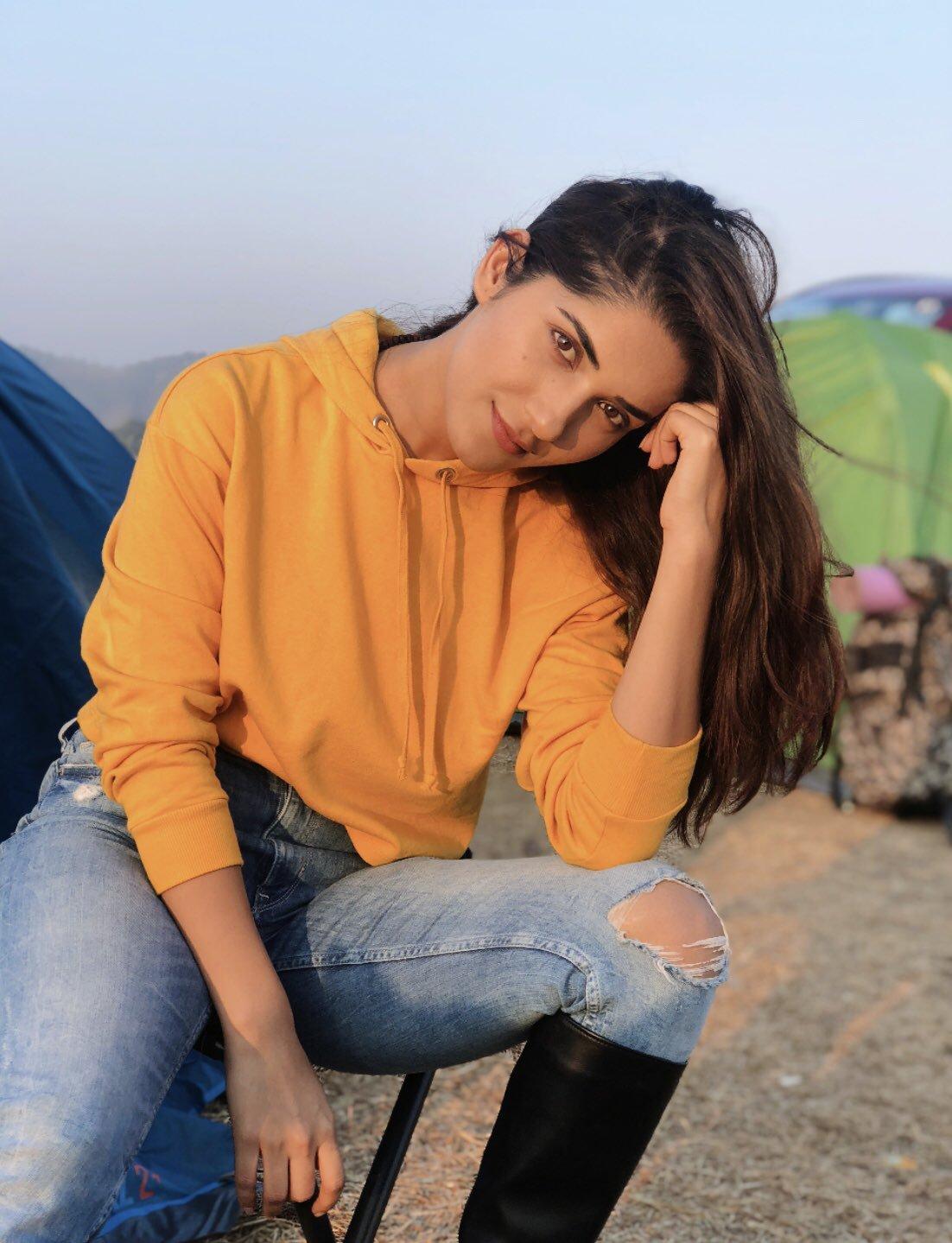 Ruhani Sharma Latest Photos