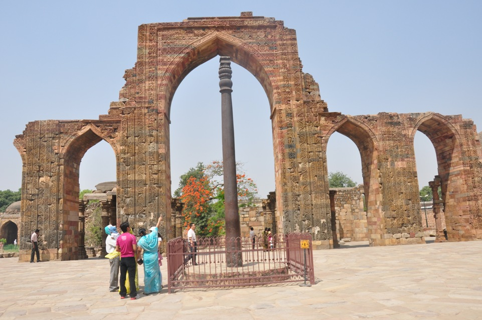 Mysterious 1600 Years Old Rust Free Iron Pillar Of Delhi