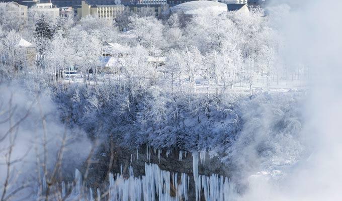 Frozen Niagara Falls (30+ Pics)