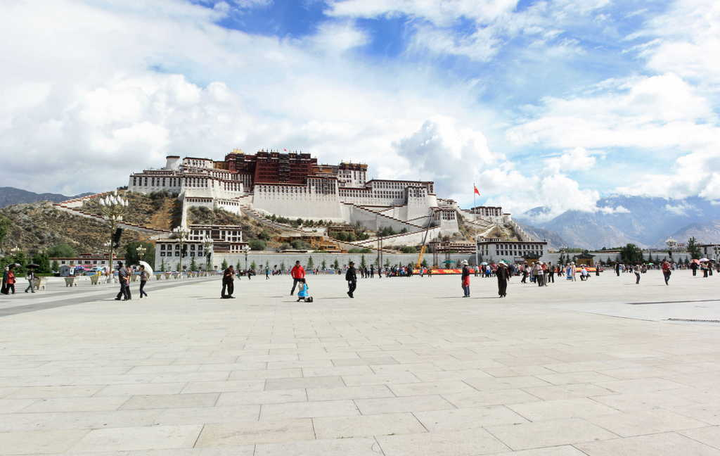 Amazing Potala Palace in Lhasa, Tibet