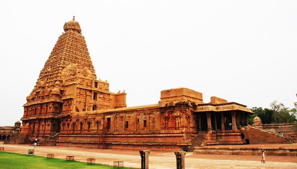 Amazing Brihadeeshwara Temple where Shadow Disappears in the Noon