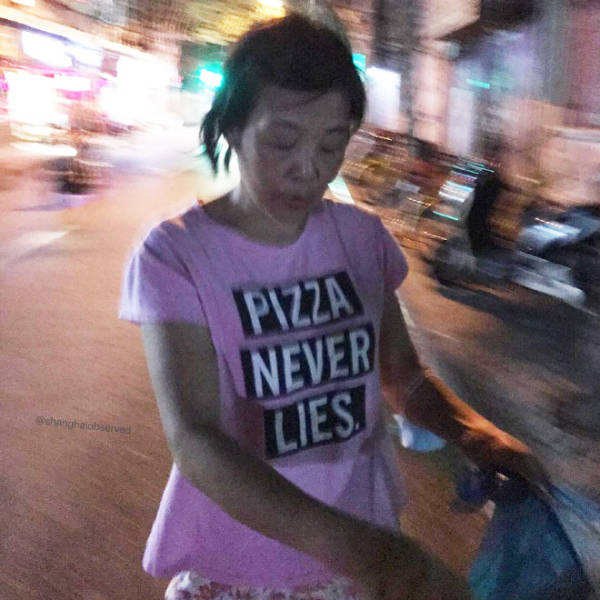 These People Don't Even Suspect That Anything Could Be Wrong With Their Clothes! (15 pics)