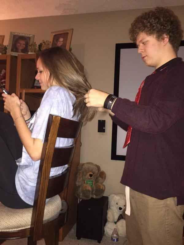 These dudes may be too deep in the friendzone (25 Photos)