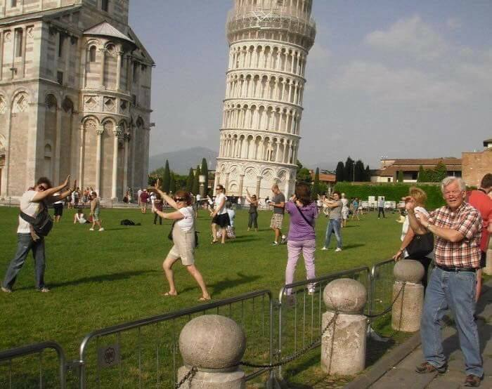 Worst Tourist Photos Ever (18 Pics)