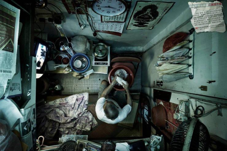 Tiny Houses - Hong Kong Coffin Homes (10 Pics)
