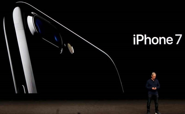 Apple Launches iPhone 7 and iPhone 7 Plus