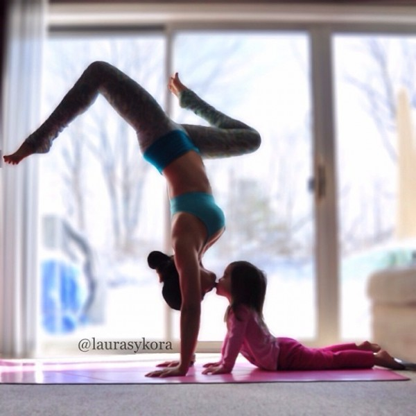 18 Stunning Yoga Poses by A Mother and Daughter
