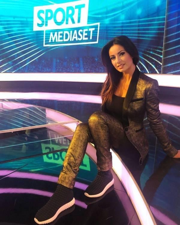 Monica Bertini Is Why Italians Still Watch TV! (30 pics)