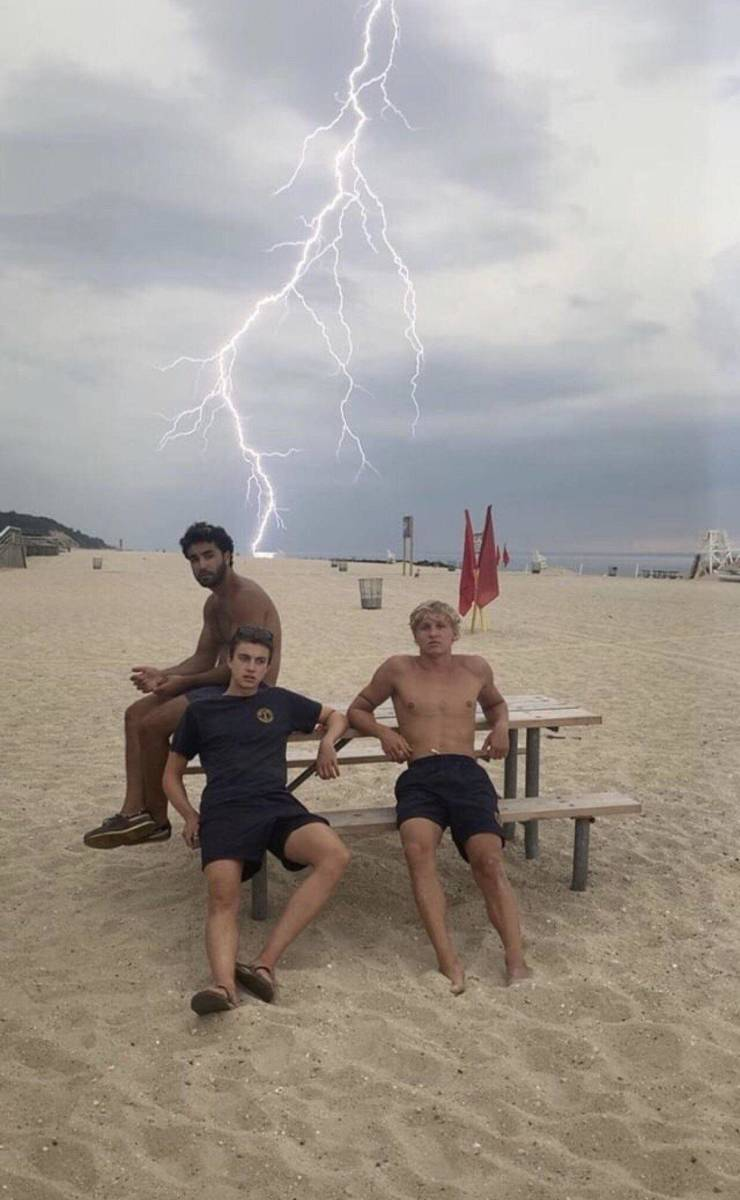 Perfectly Timed Photos (69 Pics)