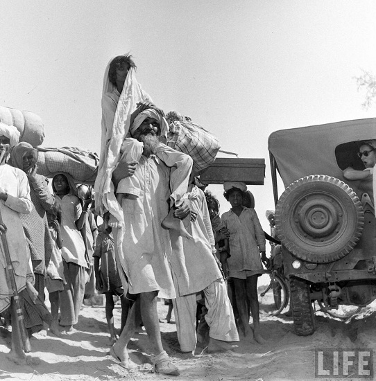 20 Photos Of Partition Of India And Pakistan That Are so powerful They'll Move You To Tears ( Set -2 )