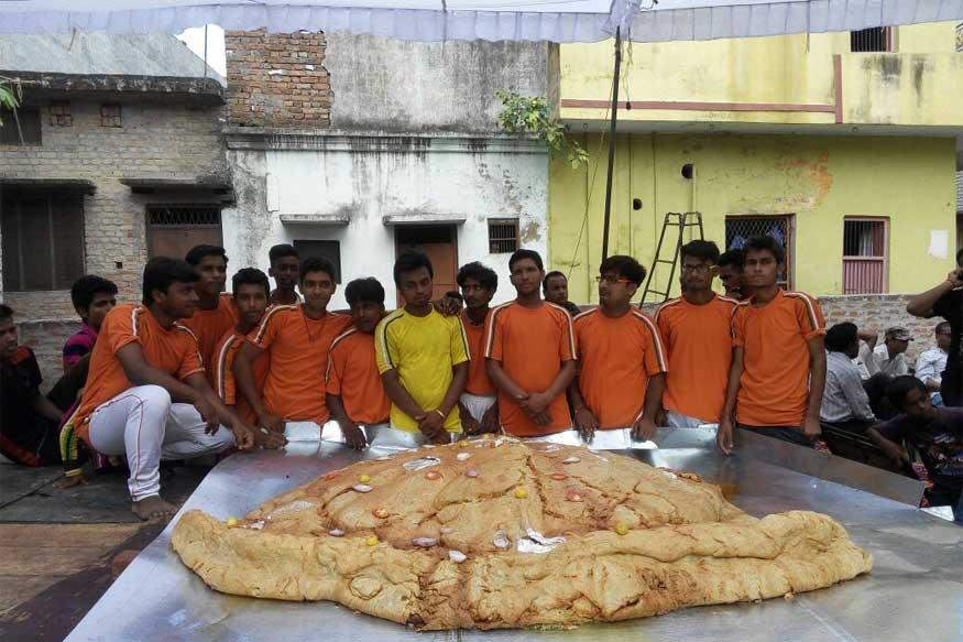 World's biggest Samosa made in India