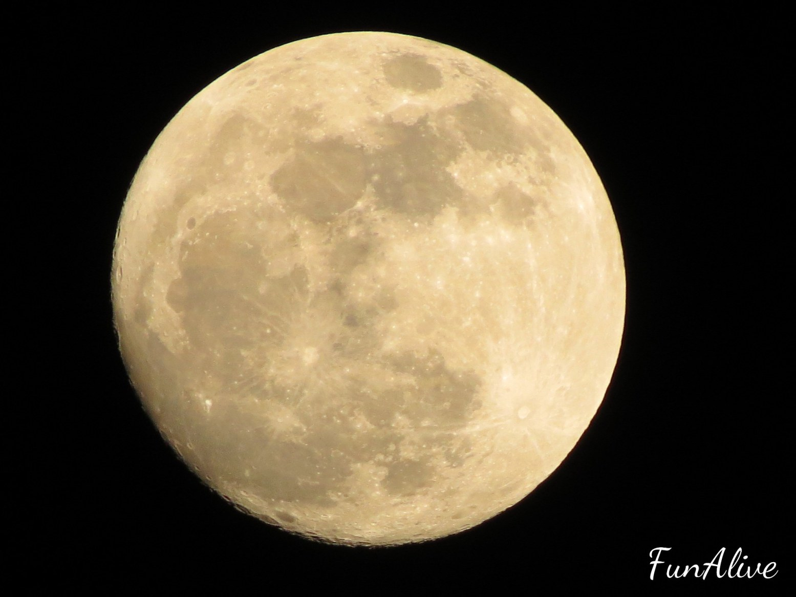 Supermoon -  Giant supermoon will be biggest & brightest since 1948