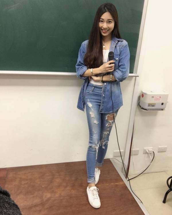 Take A Look At Taiwan's Hottest Teacher (25 Pics)