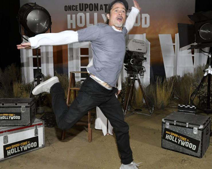 Celebrity Photobomb Masters! (20 pics)